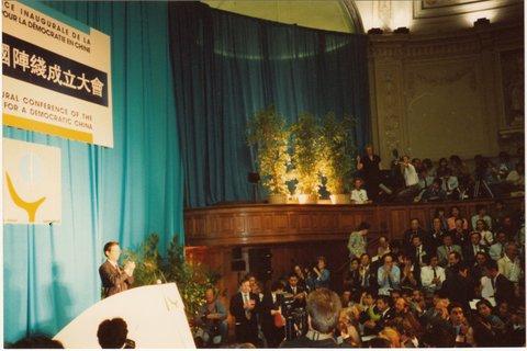陈一谘在巴黎民阵成立大会上。(安琪摄于1989年9月22日)