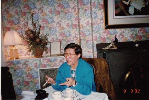陈一谘接受法国外交部亚洲问题专家访问。(安琪摄于普林斯顿,1992年3月3日)