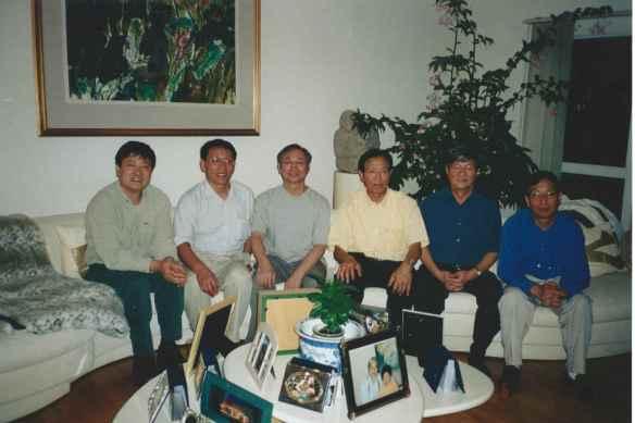 2003年摄于纽约长岛陈宪中家里,左起2-6为兰征、刘青、蒋彦永、陈一谘、胡平。